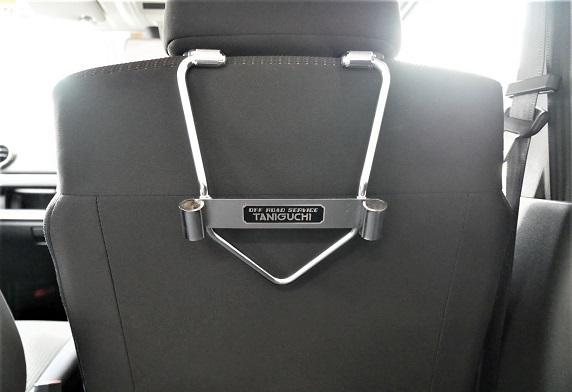 ヘッドレストホルダー運転席装着135
